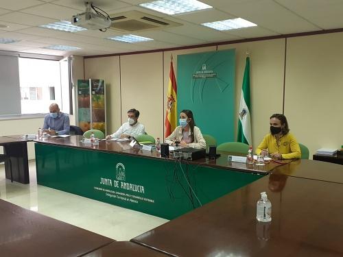 """Aránzazu Martín anuncia que Agricultura trabaja por ampliar el """"Compromiso Blanco"""" a las organizaciones agrarias"""