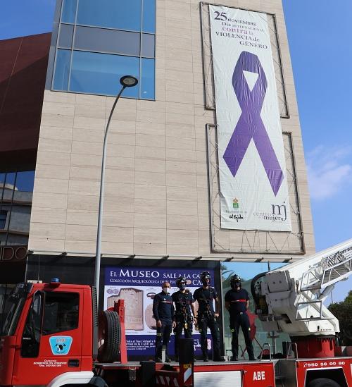 El Ayuntamiento de El Ejido se suma a los actos del 25N