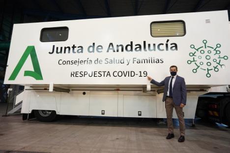 Moreno presenta las unidades móviles que harán 5.000 test diarios