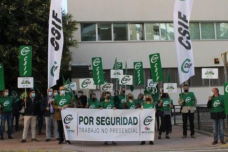 CSIF se moviliza para exigir a la Junta que aplique el teletrabajo a su personal