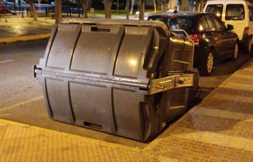 El Ayuntamiento de Adra atiende una veintena de incidencias por el viento