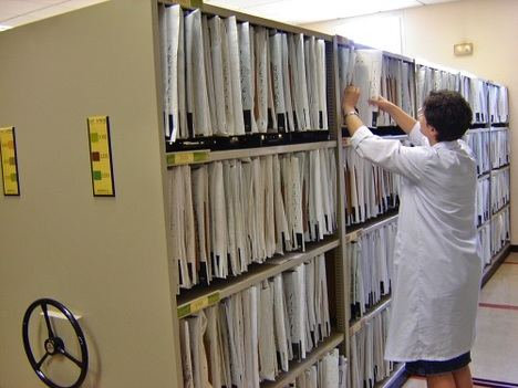 Hospital de Poniente impulsa la digitalización total de sus historias clínicas