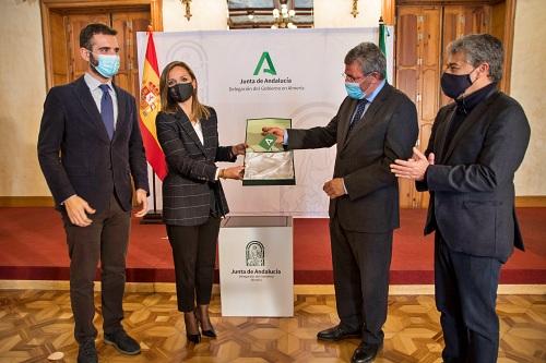 La Junta entrega las llaves al Gobierno central que permitirá la llegada de la Universidad al centro de Almería