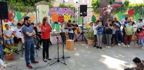El CEIP La Chanca se llena de color en su 'Fiesta de los Sueños'