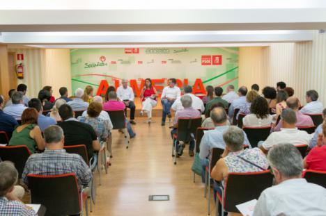 La consejera de Educación explica al PSOE los logros de la Junta