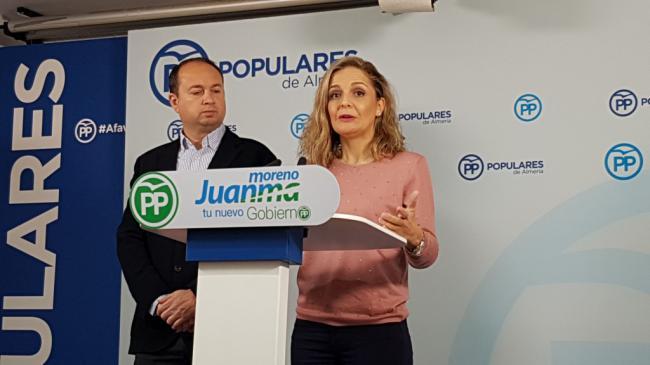 El consejero de Salud quiere traer a Almería el endoscopio en su primera visita
