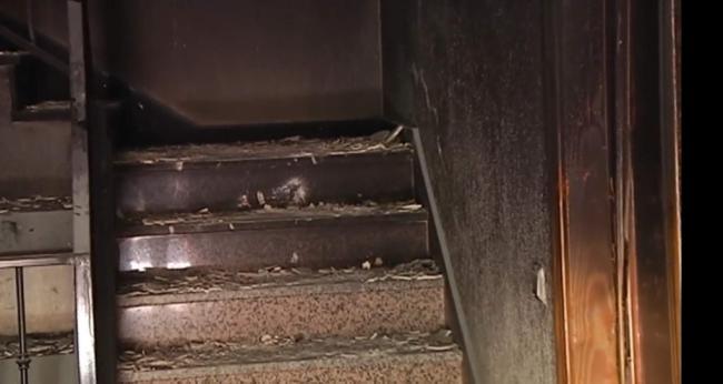 Libertad con medidas por maltrato habitual para el detenido en Berja ante el edificio incendiado