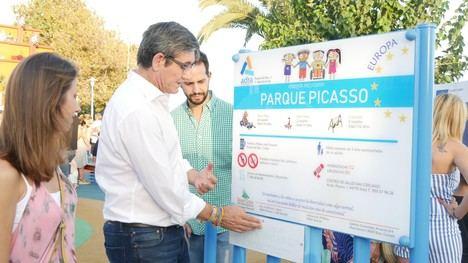 Adra inaugura su primer parque totalmente inclusivo e intergeneracional en el Paseo Picasso