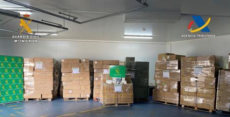 Intervenidas en el puerto de Almería más de un millón de mascarillas de contrabando