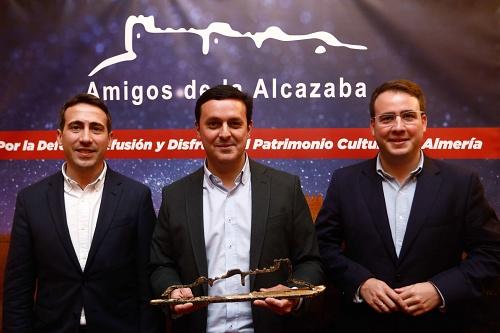 Amigos de la Alcazaba premia a Diputación por defender el patrimonio