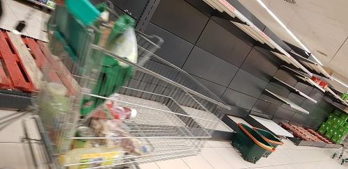 Una injustificada alarma social deja sin verdura los supermercados de la huerta de Europa