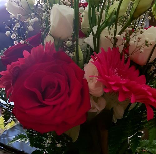 El CEIP Ferrer Guardia agradece con flores a las delegadas de padres el 'esfuerzo' en el confinamiento