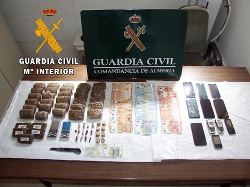 Cinco detenidos y desmantelo un punto de venta de droga en Balanegra