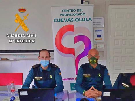 Charlas telemáticas de la Guardia Civil a varios colegios de Garrucha