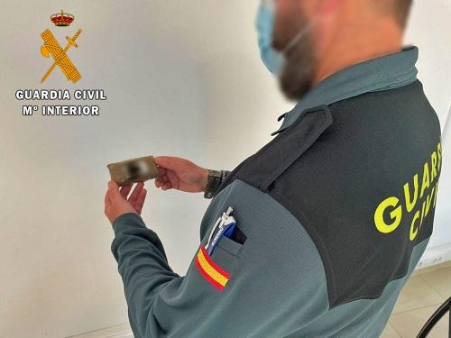 La Guardia Civil interviene una tableta de hachís en Vícar