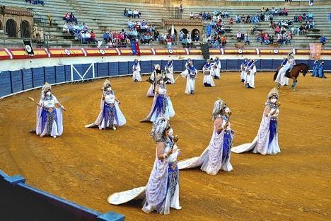 Vera celebra el primer desfile de Moros y Cristianos tras la pandemia en su Plaza de Toros