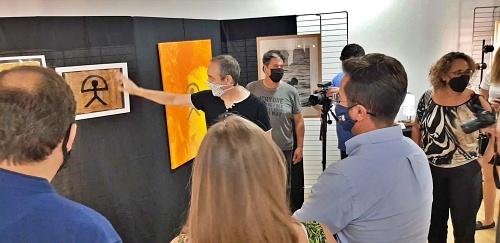 La exposición 'El Ejido Mar de Arte' conjuga los símbolos, el paisajismo y el reciclaje