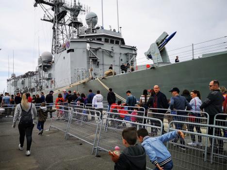 4.500 personas visitan la fragata Santa María en el Puerto de Almería