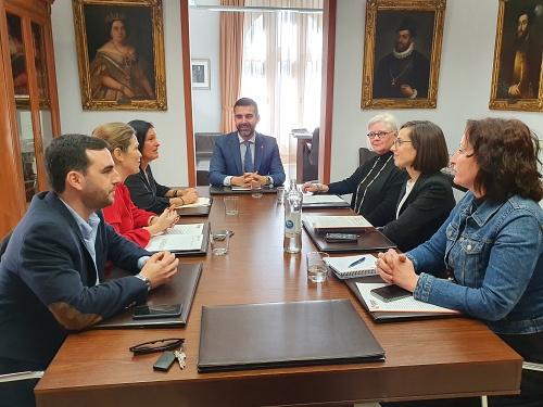 El Ayuntamiento y Almería Centro abordan propuestas para potenciar el centro