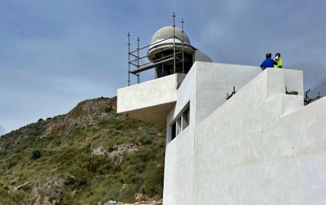 Perfilan las obras del faro de Mojácar con la construcción de la cúpula