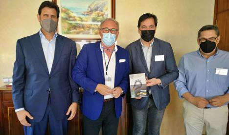 Miembros de Líderes del Sentido Común visitan el Puerto de Almería