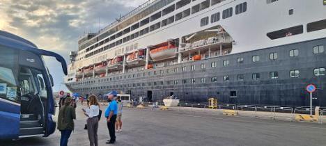 El crucero Vasco da Gama hace escala en Almería con 600 pasajeros