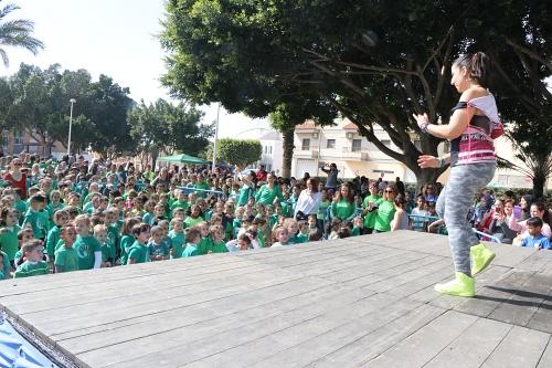 1.000 escolares de Santa María del Águila disfrutan del Día de Andalucía
