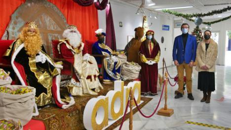Los Reyes Magos se reencuentran con Adra para repartir ilusión