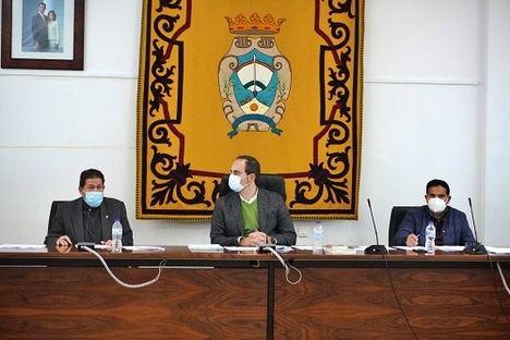El concejal de Carboneras al que pide la dimisión denuncia que lo hacen por no apoyar una moción de censura