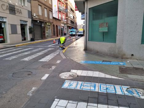 Repintado de plazas de aparcamiento en Adra para personas con discapacidad