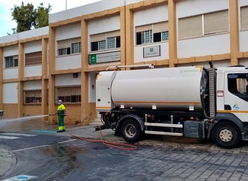 Ayuntamiento de Adra refuerzando la desinfección de zonas públicas