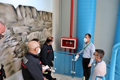 El Hospital de Poniente refuerza su colaboración con Bomberos del Poniente