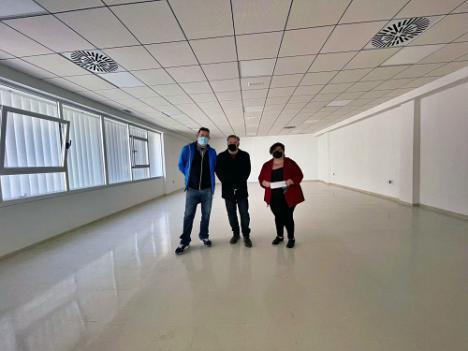 Diego Cruz visita la nueva Oficina Municipal de La Cañada
