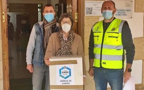 Reparto de 35.000 mascarillas en Huércal de Almería