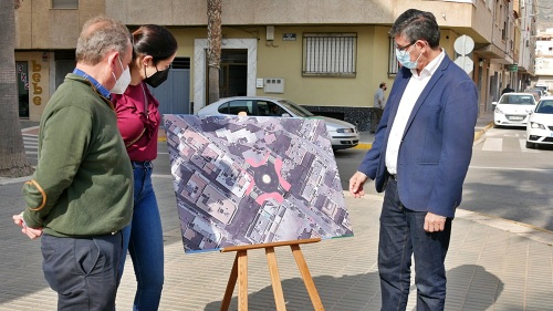 Una rotonda regulará el tráfico en el cruce entre la Avenida Mediterráneo y Camino del Ingenio en Adra