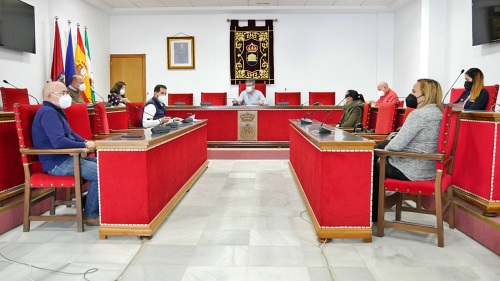Ayuntamiento de Adra crea plazas de conductor y carpintero de madera