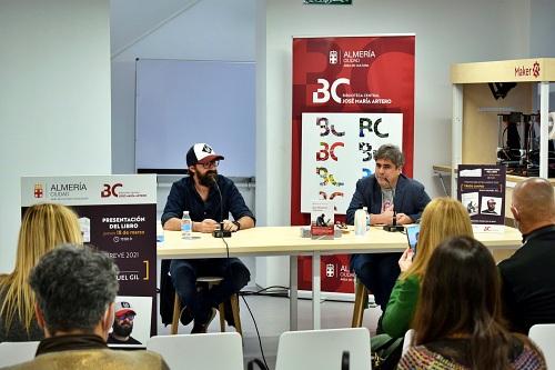Juan Manuel Gil comparte confidencias de su premiada novela 'Trigo Limpio'