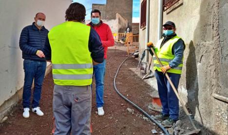 Antonio Martínez visita las obras del PFEA en Tabernas
