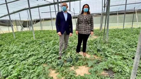 La consejera de Agricultura valora la apuesta de Almería por el control biológico de plagas