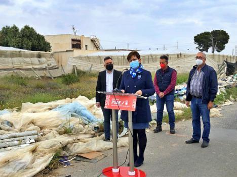 El PSOE propone un punto limpio para acabar con los plásticos del campo