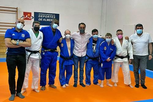Alumnos de Asalsido practican judo con la escuela deportiva municipal Alianza Ksv