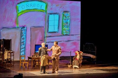 Las letras saltan del libro al escenario en 'El coronel no tiene quien le escriba'