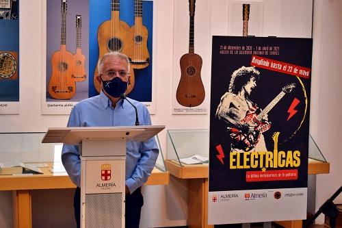 Liborio López da el toque práctico en la clausura de la exposición 'Eléctricas'