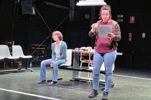 'La Isla' profundiza en el dolor con un crudo drama en el Teatro Apolo