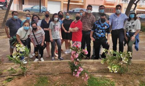El Centro Ocupacional de Adra planta adelfas por el Día Mundial del Medio Ambiente