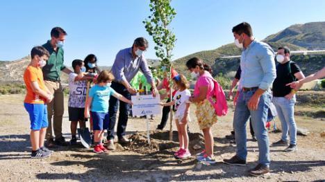 30 árboles para conmemorar el Día Mundial del Medio Ambiente en la Alquería de Adra