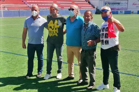 El CF Adra homenajea a los exfutbolistas Irala y Pelucas y al expresidente Campoy
