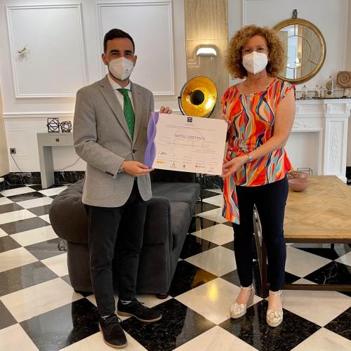 El concejal de Promoción entrega el certificado de calidad SICTED a los hoteles Costasol y Sol Almería