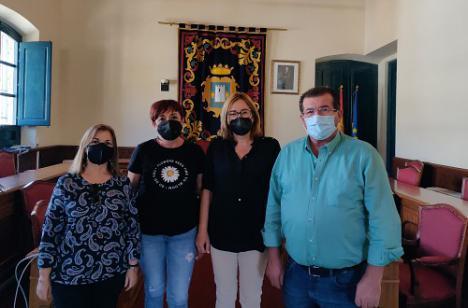 Socialista de El Ejido visitan Níjar para intercambiar impresiones con su alcaldesa