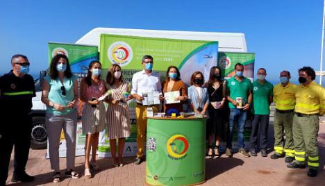 Carmen Crespo visita en Adra el punto de información itinerante del Cilifo